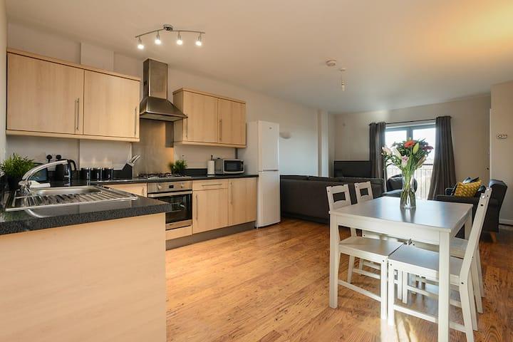 Portland Square - Bright & Modern 2Bed Apartment!