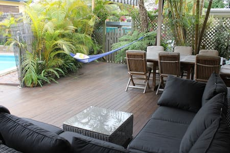 4 Bed House w pool - 200m to beach - Curl Curl