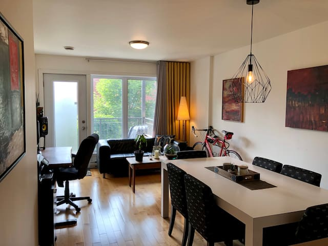 NATURAL LIGHT! - Cozy apartment with 94 Walk Score