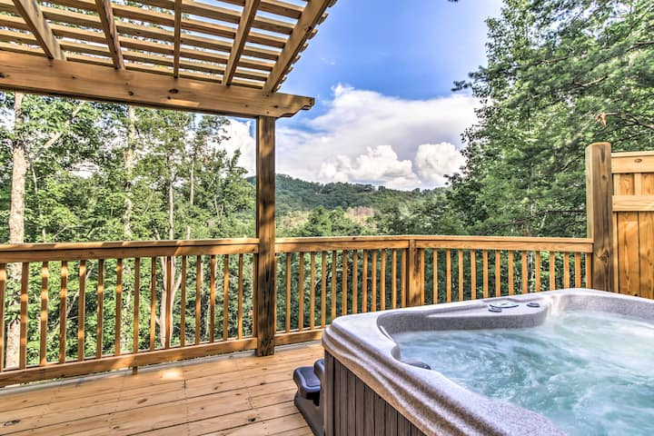 Private Sevierville Cabin w/ Mountain-View Hot Tub