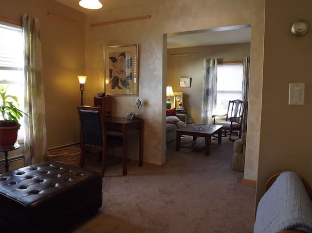 Cozy Home Away From Home, Close to Lakes & Uptown!