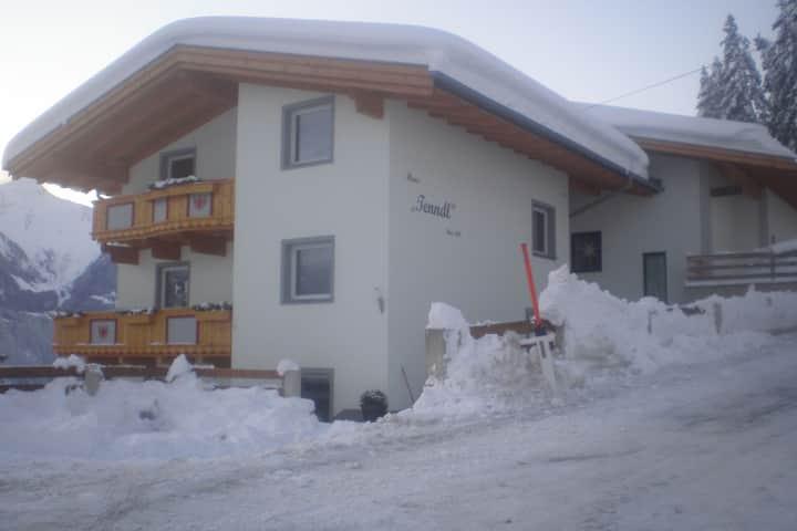 Gemütliche Ferienwohnung mit Bergblick in Hippach