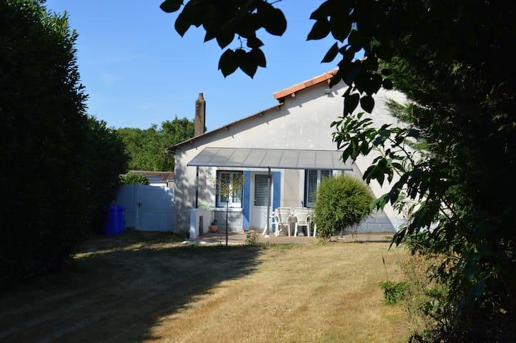 La Petite Maison Bleue, meublé de tourisme 3 ***