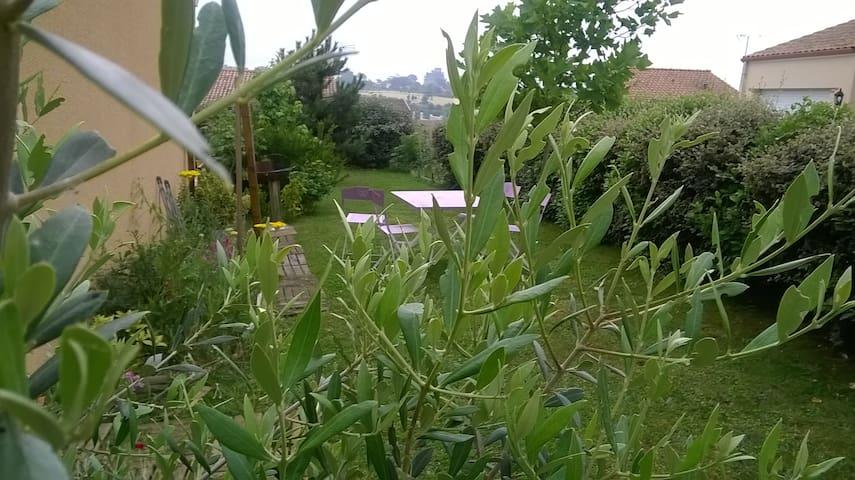 maison face au chateau de la turmeliere au calme - Liré - Apartment