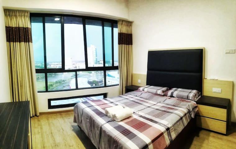 标准双人床客房,可欣赏市区风景…
