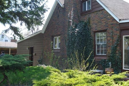 Basement apartment in family home ! - Windsor - House