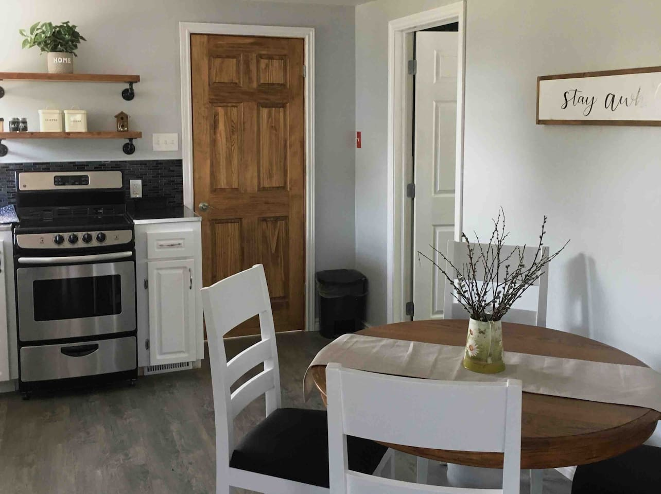 Main kitchen and eating area - fully equipped with new appliances