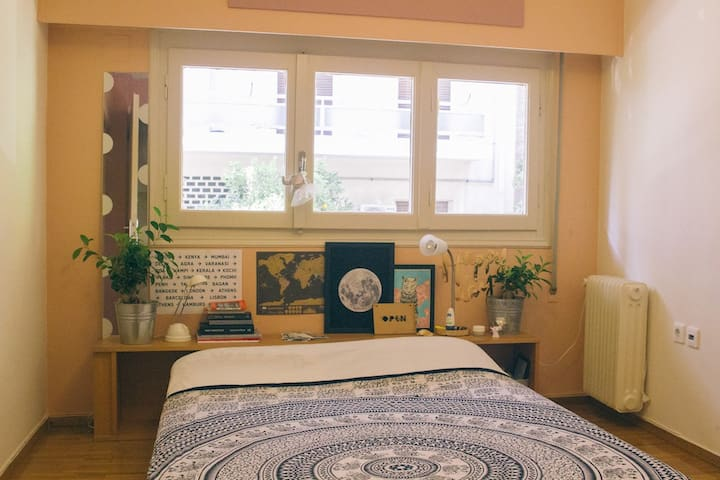 Urban Oasis: Airy big room bang in central Athens