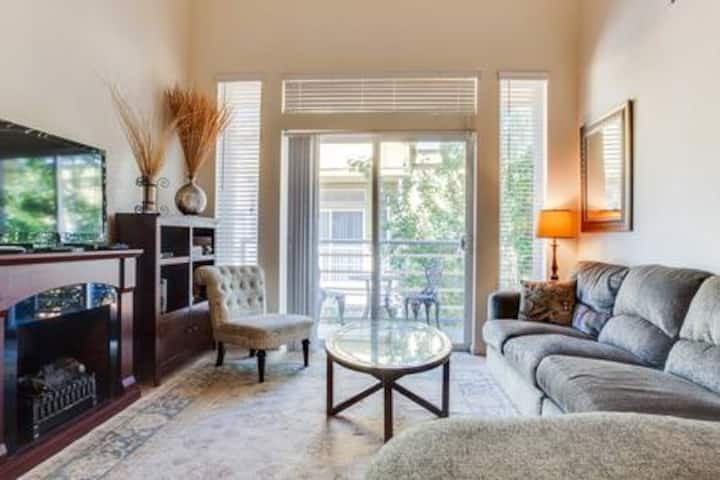Roomy, upscale 2BD/2BA apartment, sleeps 5
