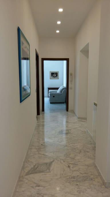 corridoio di ingresso in marmo
