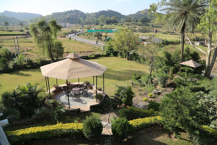 Quaint Villa near Brahmakumari Ashram