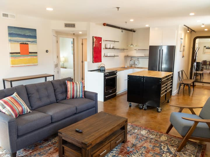 Light-Filled Stylish Downtown Condo near UNCSA WFU