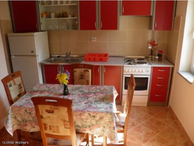 LILI App. for 3 persons,200m from BEACH,WIFI,AC - Poreč - Byt