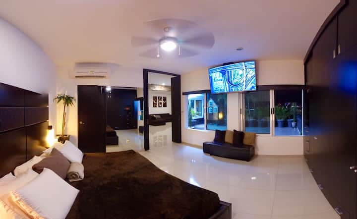 Luxury Penthouse in Cancún, view to the hotel zone