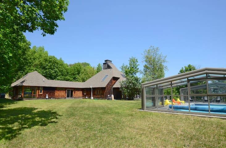 TOTAL PRIVACY at ECHO HILL, Pool & Hot Tub, 40 Ac.