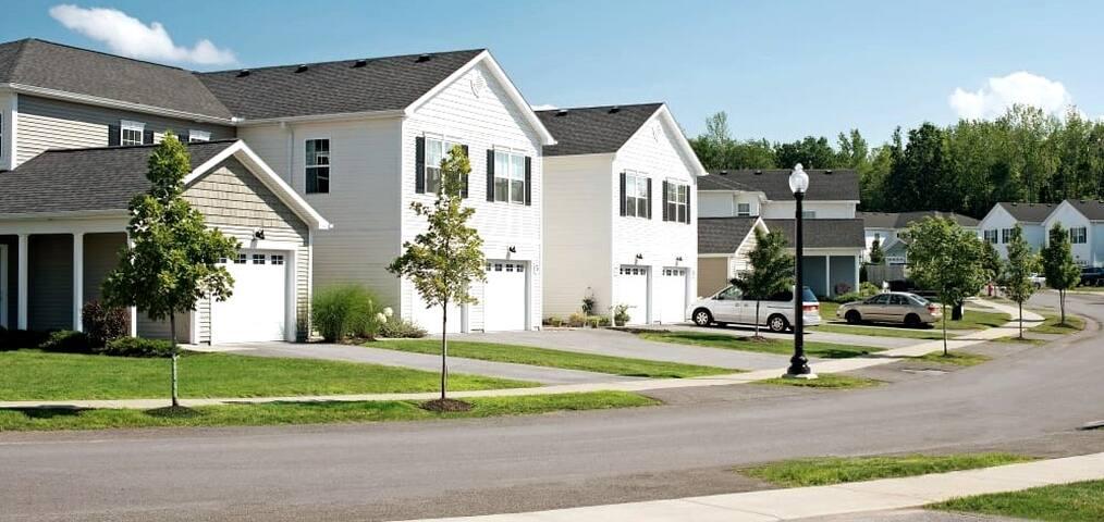 Upscale Condominium in Quiet Lakeside Community
