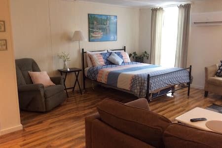 Fully self contained guest room in a quiet area