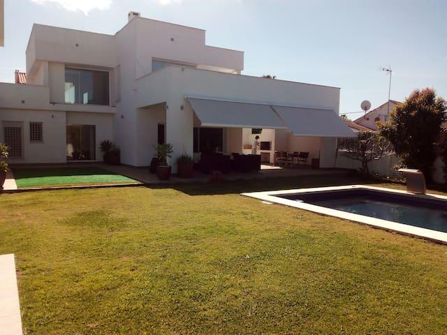 Casa con piscina - Algeciras - House