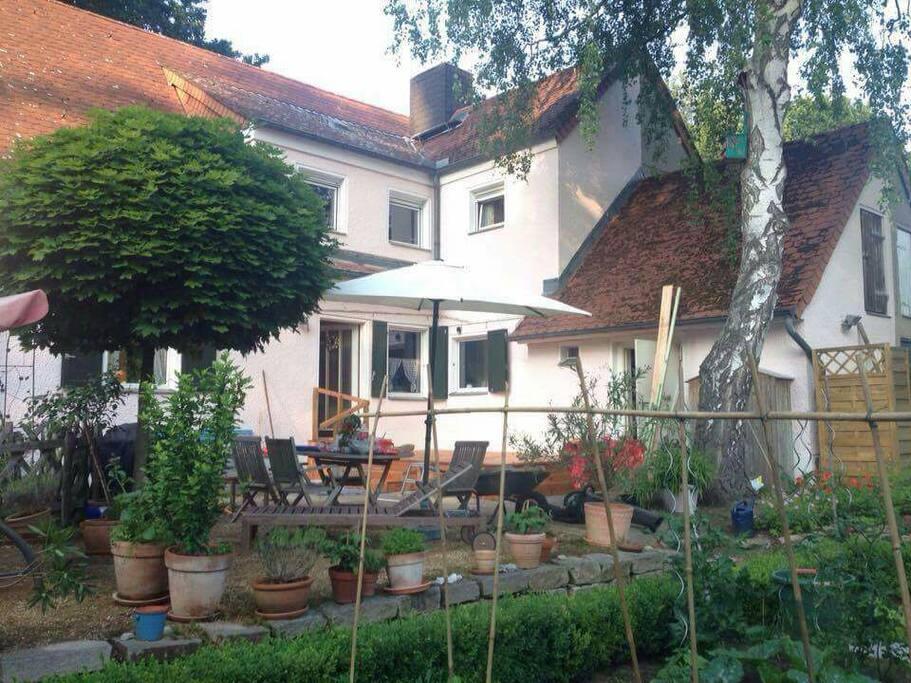Privatzimmer im haus mit garten bed breakfasts zur miete in berlin berlin deutschland for Haus zur miete in berlin