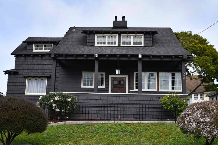 Historic three-bedroom home near shops & restaurants-One block from Humbolt Bay