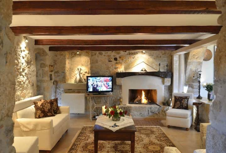 Villa Pannona  ''in the center of crete''