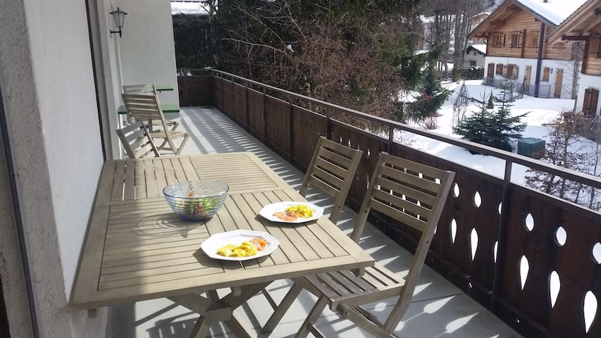 Lovely, spacious & comfortable apartment, Klosters