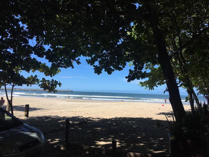 Praia da Atalaia, hospedagem beira-mar.