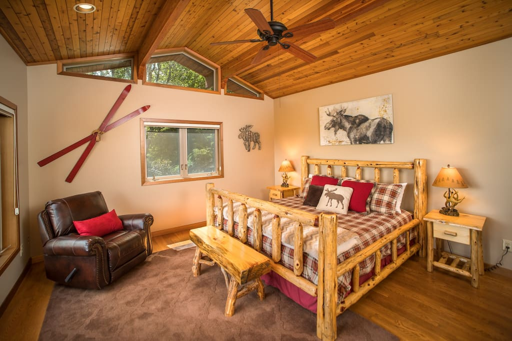 Luxury Master Suit with King Size Bed + Killer View!