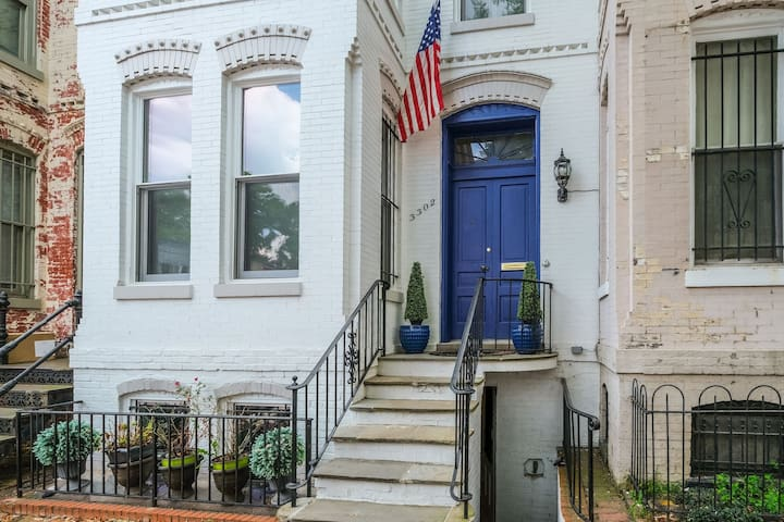 ★ BEST LOCATION GEORGETOWN 2 BR Apt Steps to M St★