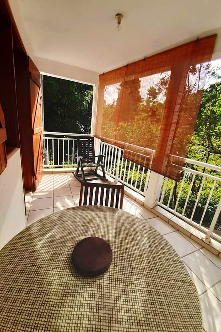 Studio in Petit Bourg, with enclosed garden - 3 km from the beach