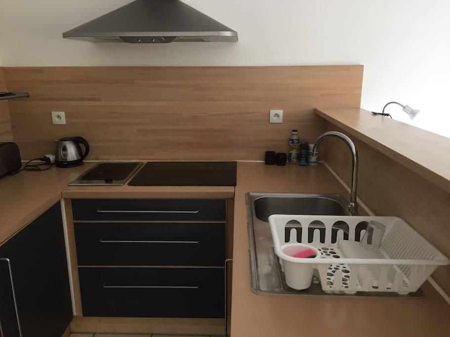 studio meubl centre ville condominiums for rent in. Black Bedroom Furniture Sets. Home Design Ideas