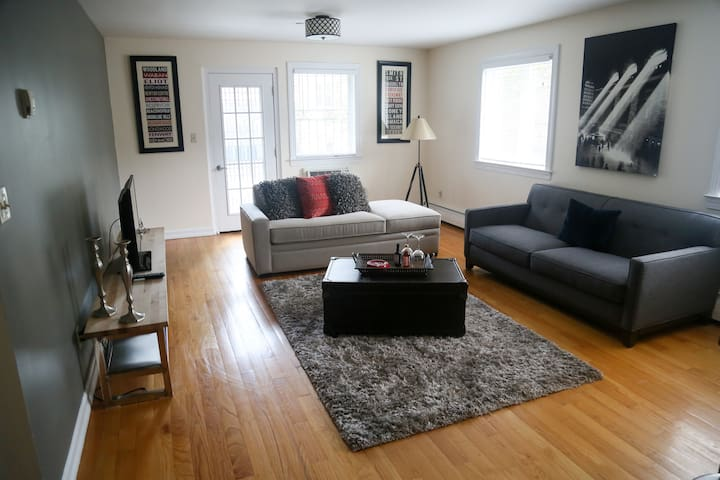 1 Bedroom apartment in Woodside, NY - Queens - Apartment