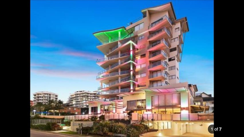 Luxury Rainbow Bay, 3-bed townhouse. 100m to beach - Coolangatta - Hus
