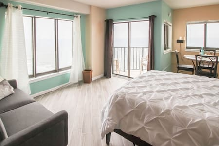 Luxury Oceanfront studio w/ VIEWS!! - Myrtle Beach