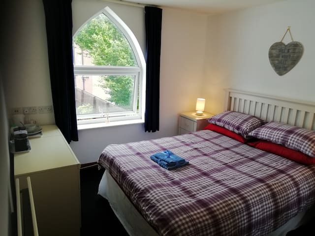 Lovely Double Rooms in a Very Clean House 1