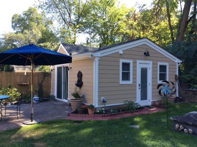Middleton Cottage, near NIH