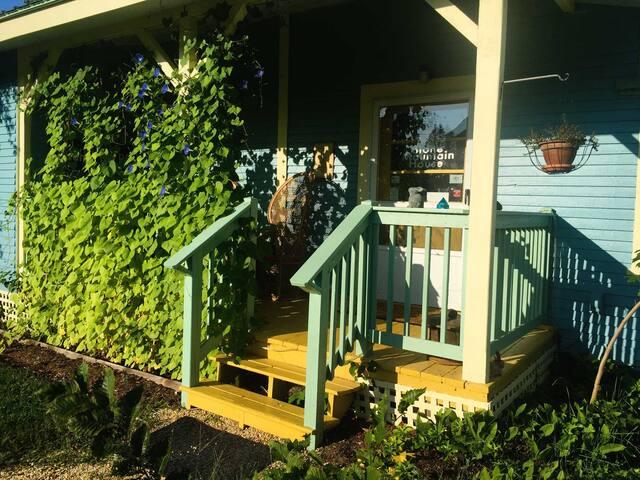Side Porch- Private Entrance