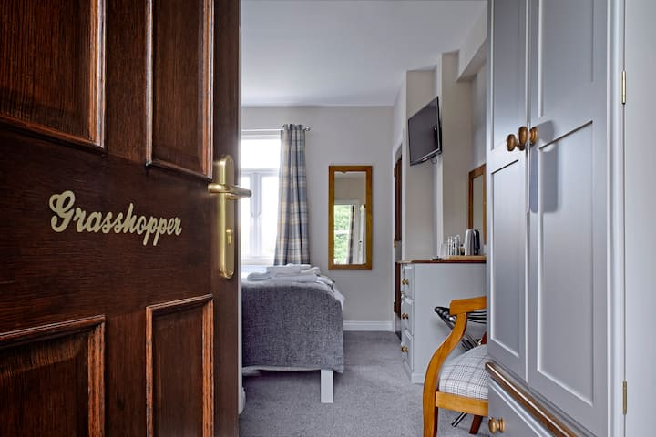 Twin Deluxe Room with Ensuite