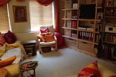 Friendly, quiet, near Centre - Cardiff - Hus