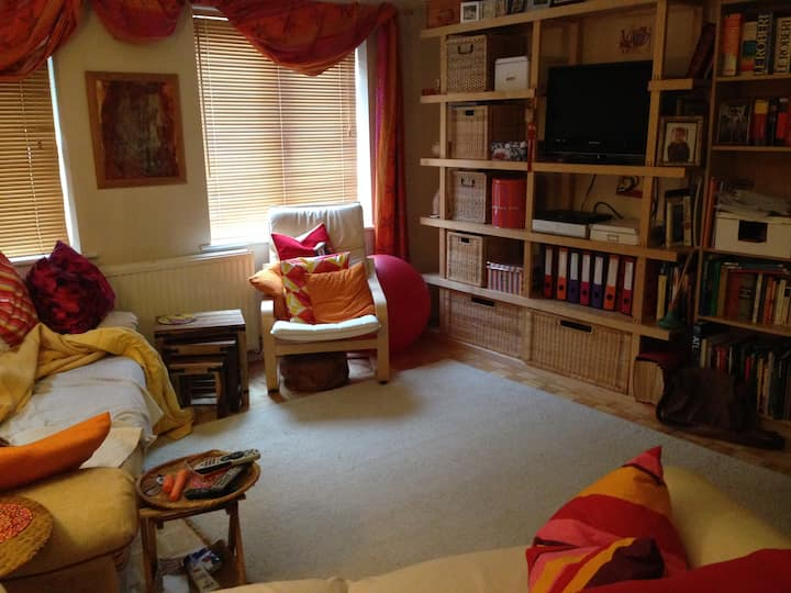 Friendly, homely, cosy, quiet