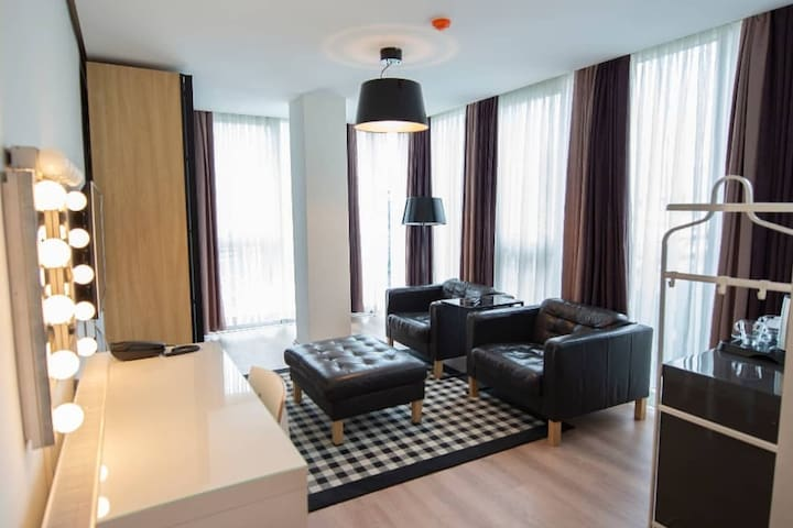 WeHotel - DeluxeSuite9 - very central&stylish