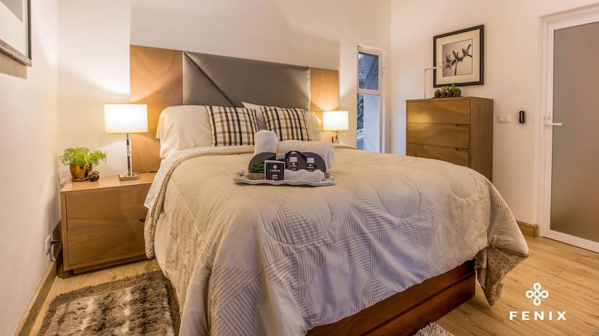 Cama muy cómoda y con almohadas de diferentes densidades para tu descanso
