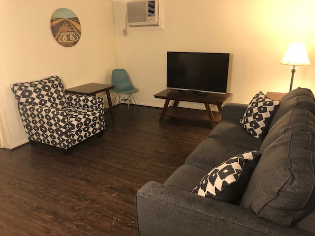 *BEST VALUE* ENTIRE APT NEAR FREMONT ST & LV STRIP