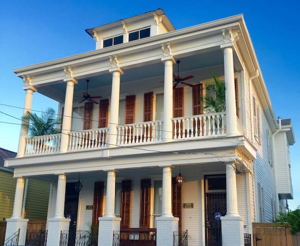 Marigny Manor Near French Quarter,  5-Star Rating