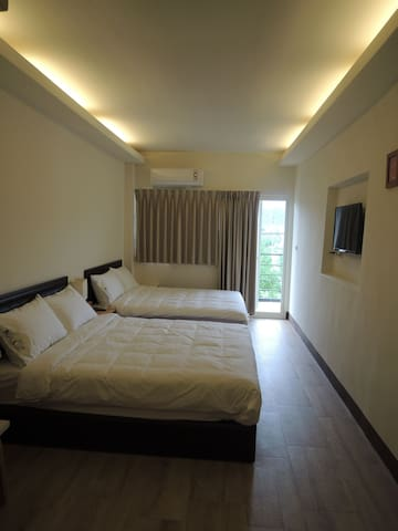 Cozy bedroom with 2 double beds. - Yuli Township - Penzion (B&B)