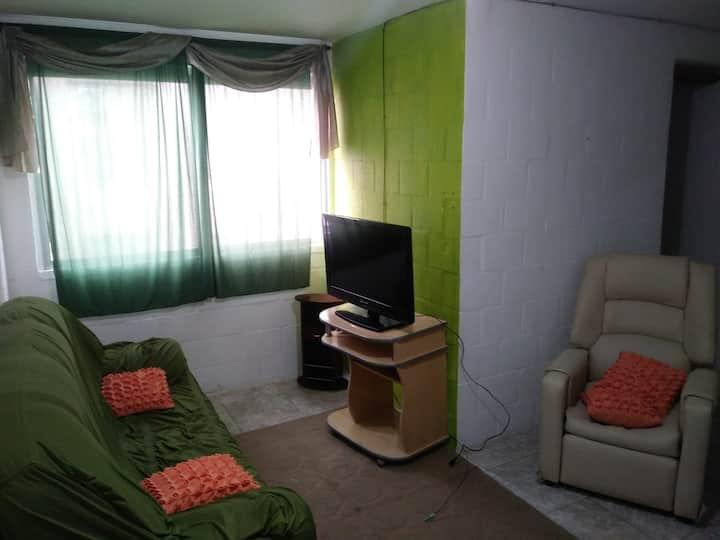 Apartamento mobiliado, próximo ao centro (5 min).