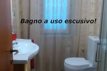 Bagno a uso esclusivo adiacente la camera.