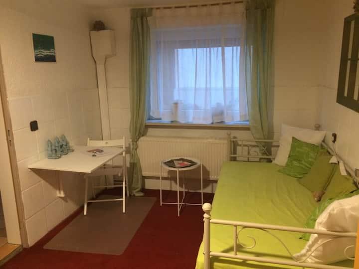 Zimmer mitten in Erpel (10qm) mit Miniküche