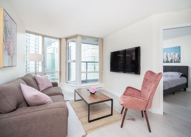 Coal Harbour Modern Apartment
