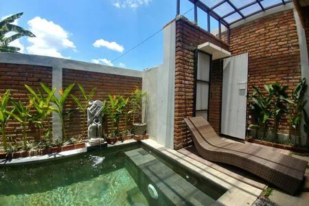 Private, quiet, comfortable villa near everywhere